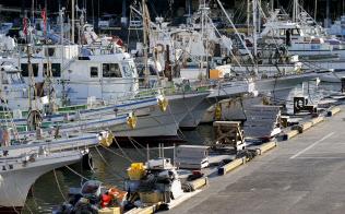 漁港に停泊する漁船(神奈川県小田原市)