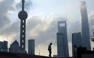 中国・上海の高層ビル群(9月)