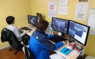 3DCGでアニメ制作に取り組む若手アニメーター(アニメ制作会社の武右ェ門=東京都杉並区)