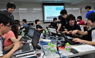 IPAのセキュリティ・キャンプでは、卒業生の大学生が中高生ハッカーを指導する