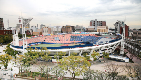 現在の横浜スタジアム。中華街にも近く、交通は便利だ(横浜市中区)