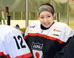 日本代表と所属するニューヨーク・リベターズとの親善試合前に笑顔を見せる藤本=共同