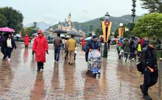 香港ディズニーランド園内には中国本土からの客の姿が目立つ(1月24日)