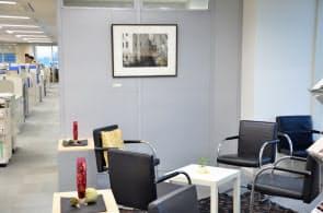 ゲルハルト・リヒターの作品が飾られたドイツ銀行東京オフィス