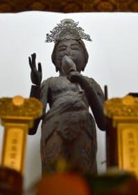 瑞光寺に伝わる菩薩立像。平安中期の作とみられる