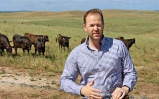 日本の農家の10倍超の牛を飼育するスコット・デブルインさん(豪南部マウント・ガンビエ)