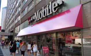 「台風の目」のTモバイルUSが次々と繰り出すサービスに米携帯業界はかき回されている