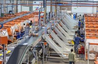 グレイオレンジの仕分けロボットはインドの電子商取引(EC)大手などに導入されている(ハイデラバードのフリップカート倉庫)