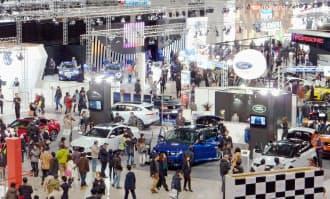 札幌ドームでは「札幌モーターショー」も開催された(1月22日)=共同