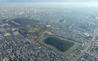 郊外に住宅地が広がる大阪府堺市では人口が減少した