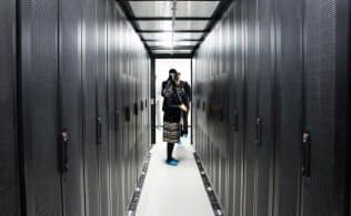 囲いの内側に熱をとじ込めて空調を効率化する(福島データセンター)