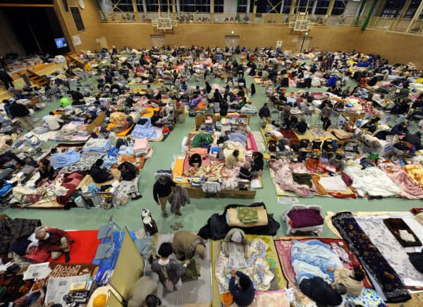 岩手県陸前高田市で最大の避難所、市立第一中学校の体育館。一時1000人以上が身を寄せていた(2011年3月18日)
