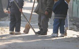 世銀が定義する貧困層といえなくても、近代的な生活を送れない人たちもまだまだ多い