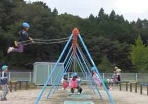 震災前、元気に遊ぶ園児の声が響いていた福島県飯舘村の幼稚園(2010年10月7日)