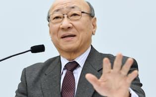 決算を発表する任天堂の君島社長(2016年2月、大阪取引所)