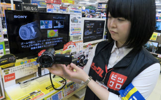 販売価格が10万円を超える4K対応品への関心が高まっている(東京・新宿のビックロ)