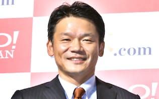 記者会見するヤフーの宮坂学社長(15年12月15日午後、東京都港区)