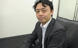 松尾豊(まつお・ゆたか)氏。東京大学大学院の工学系研究科で特任准教授を務める。専攻は技術経営戦略学。1975年1月生まれ。2002年、東大大学院工学系研究科電子情報工学の博士課程を修了後、産業技術総合研究所や米スタンフォード大学の研究員を務めた。人工知能学会の倫理委員会委員長