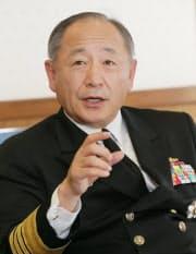 かわの・かつとし 1977年防大卒。自衛艦隊司令官、海上幕僚長を経て2014年自衛隊トップの統合幕僚長に就く。米太平洋軍のハリス司令官ら米軍人脈は幅広い。神奈川県出身、61歳。