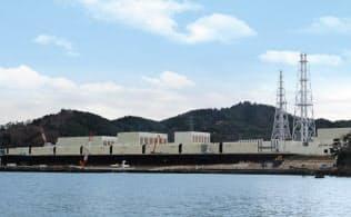 海上からみた女川原子力発電所=東北電力提供