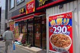 一時は6割の店が深夜営業を休止していた「すき家」だが、再開店舗が増えてきた