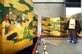 平等院に寄贈された「源氏物語図屏風」を高精細複製した作品(18日、京都府宇治市)=共同