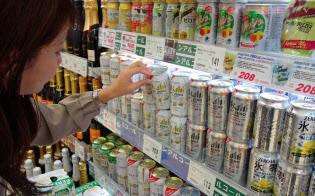 スーパーやコンビニの定番コーナーを占め、ノンアルコールビールは「味」を選ぶ楽しみが出てきた