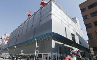 商業施設の建設が進む松坂屋銀座店の跡地(東京・銀座)