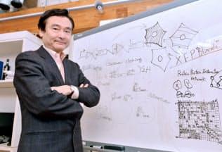 「数年後に何をしているか想像がつかないからおもしろい」と語る冨田勝・慶応大先端生命科学研究所所長