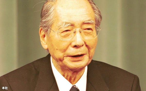塩川正十郎財務相(26日、首相官邸)