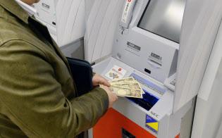 セブン銀行は入金専用カードを発行し、ATMを夜間金庫として活用