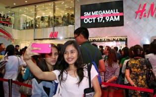 フィリピンの若者の消費意欲は旺盛(マニラの商業施設)