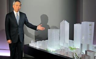 東京・虎ノ門地区の再開発計画を発表した森ビルの辻慎吾社長(13日、東京・港)