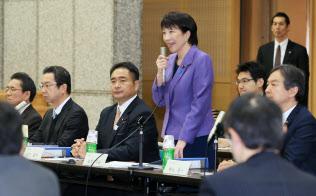 安倍首相の鶴の一声で始まった携帯電話料金の引き下げ策を検討する有識者会議(タスクフォース)のせいで混乱している