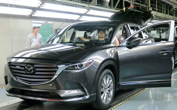 魂動デザインを採用した最新のSUV「CX-9」の生産が本格化している(14日、広島市)