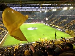 スタジアムの南側ゴール裏はチームカラーの黄色に染まる