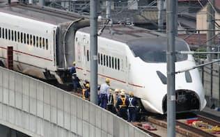 20日に行われた九州新幹線脱線車両の撤去作業(熊本市西区)