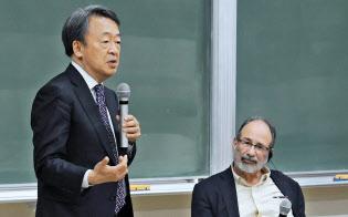 対談する池上教授(左)とロス教授(東工大大岡山キャンパス)