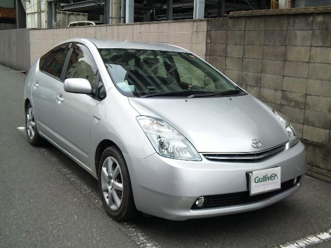 2代目プリウス、中古が新車時の半額に: 日本経済新聞