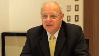 ハワード・A・シュミット氏 1997~2002年に米マイクロソフトで、03~06年に米イーベイでセキュリティー責任者を歴任。02~03年にブッシュ政権でサイバースペース・セキュリティー担当特別顧問などを、09~12年にオバマ政権で、サイバーセキュリティー調整官として、サイバーテロ対策などに携わる。2014年日本のセキュリティーサービス会社、デジタルアーツの海外戦略アドバイザーに就任。コンサルタント企業も立ち上げ、企業や各国政府にセキュリティー対策に関する助言もしている。64歳