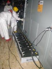 福島第1原子力発電所2号機の電源室(東京電力提供、2011年3月)