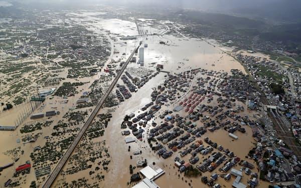 千曲川の堤防が決壊して大規模浸水した市街地(2019年、長野市)