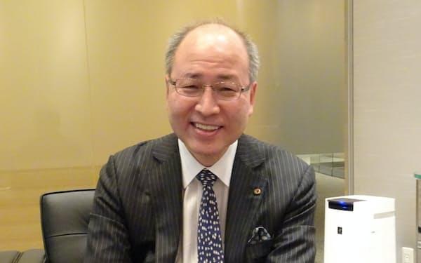 高田氏は「銀行時代の債券ディーラーと企業審査の経験が調査に生きている」と話す