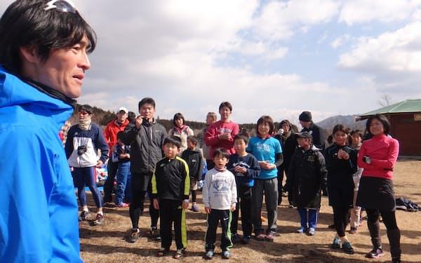 実行委員長を務める富士山麓のレースのイベントで小学生に語りかける