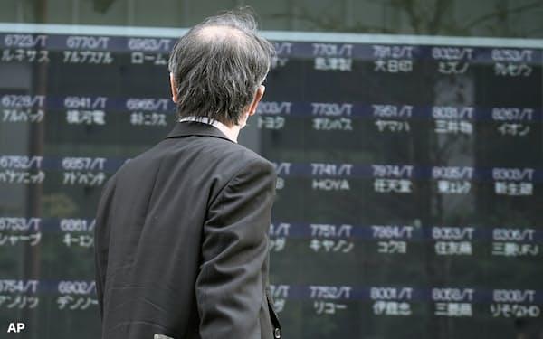 過去の亡霊にとらわれ日本の停滞を嘆くか、いま起きている変化に目を向けるか。視線の置き方次第で日本株の風景は異なってくる=AP