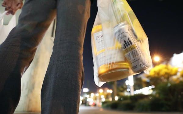 新型コロナウイルスの影響で、自宅でのアルコール消費量が増えている