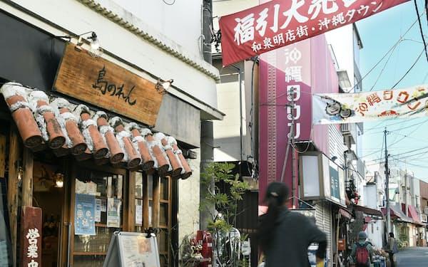 和泉明店街では東京にいながら沖縄の雰囲気が味わえる(2020年12月)