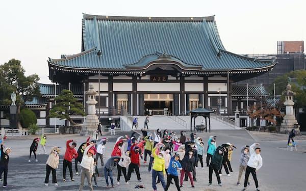 日泰寺には毎朝ラジオ体操する人たちが集まる(名古屋市千種区)