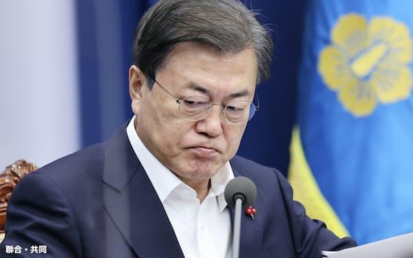 文大統領は7日の会議で検察改革の実現に期待を示した=聯合・共同