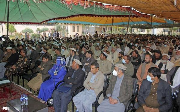 アフガニスタン・ジャララバードで開かれた中村哲さんの追悼式典に参加した人々(8日)=共同